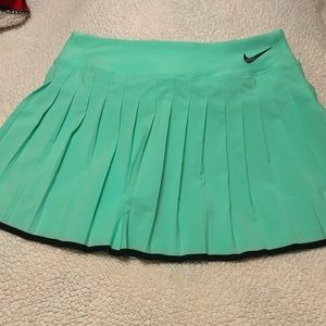 Nike pleated tennis skirt skort sz med NWOT